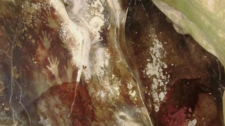 Cap tangan di dinding gua (Naryani Soepandi/dtraveler)