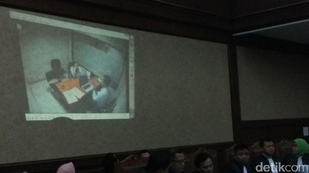 Jaksa Putarkan Video Ketika Miryam Diperiksa di KPK