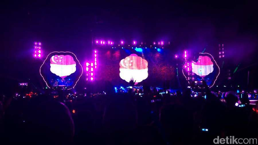 Melihat Keseruan Konser Coldplay di Singapura