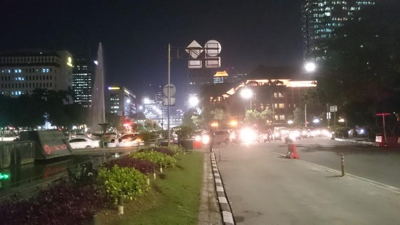 Blokade Jalan Dibuka, Kendaraan Bisa Lintasi Medan Merdeka Barat