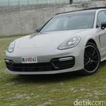 Menantang Gelapnya Malam dengan Porsche Panamera