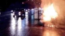 Mobil Ertiga Terbakar Hangus di Sunter Jakut