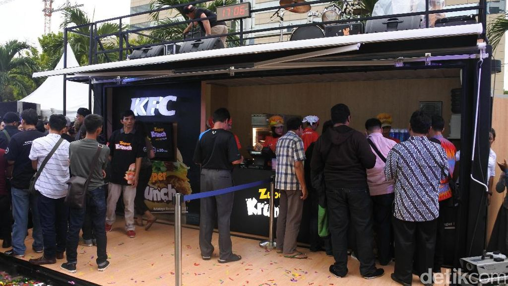 Mystery Box Meriahkan Kehadiran Zinger Burger Zuper Krunch KFC