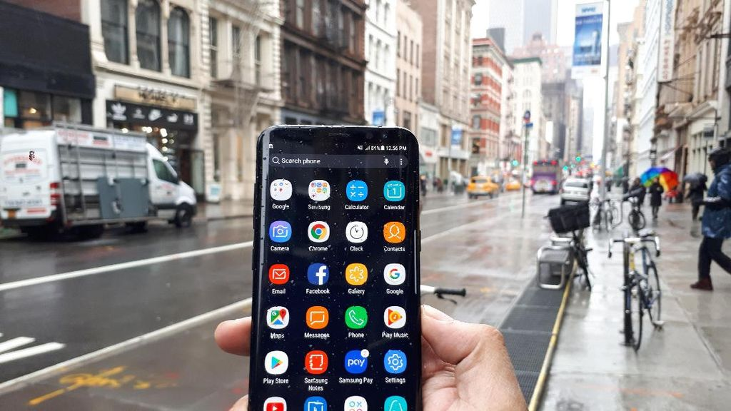 Sensor Pemindai Iris di Galaxy S8 Bisa Dipakai Transaksi Finansial