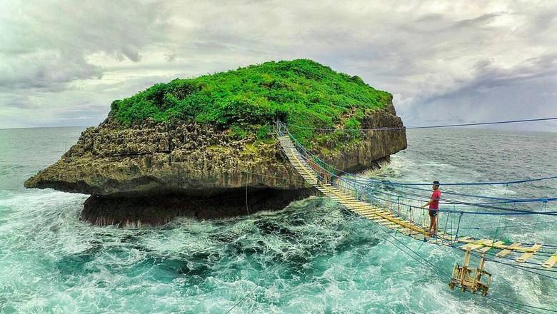 Foto: Pantai Pulau Kalong (@Jogja24Jam/Twitter)