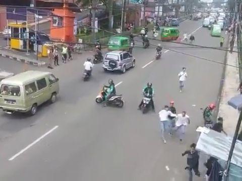 Mirip Film Hollywood, Driver Grab Bubarkan Tawuran Pelajar di Bogor