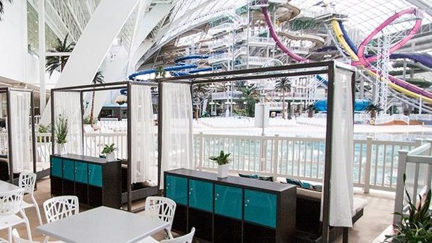 Private Cabana dengan pemandangan World Water Park (West Edmonton Mall)