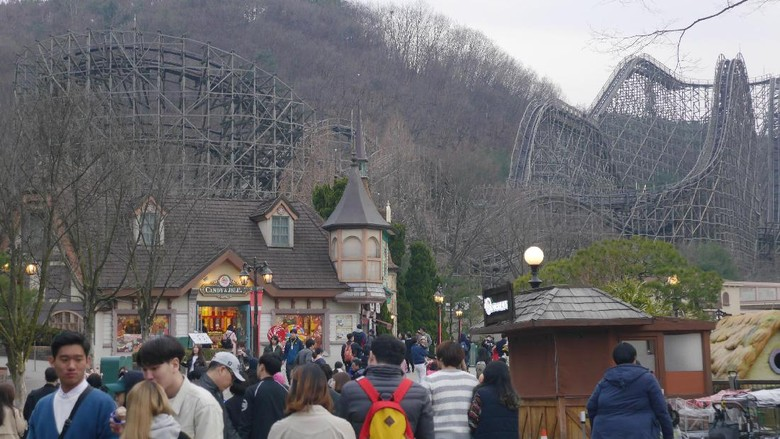 Foto: Roller coaster T Express di Everland, Korea Selatan (Kurnia/detikTravel)