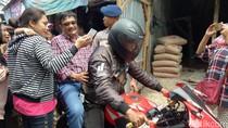 Aksi Djarot di Pasar Kemiri: Ajak Warga Nyanyi Hingga Naik CBR