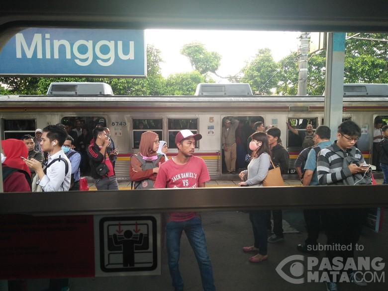 KRL Mogok di Stasiun Pasar Minggu, Penumpang Sempat Tertahan