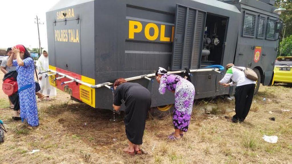 Modifikasi ala Polisi, Ubah Water Cannon Jadi Tempat Wudhu