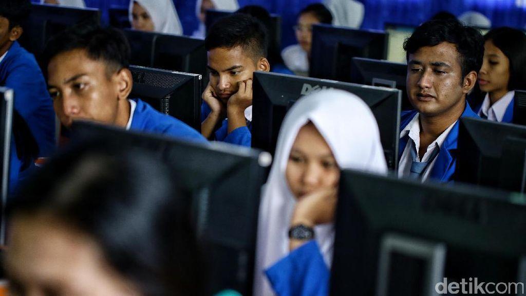 Jurus Jokowi Agar Lulusan SMK Tak Banyak Jadi Pengangguran