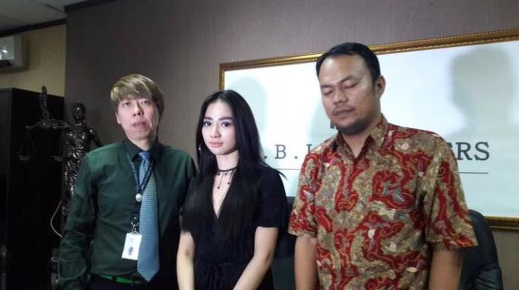 Razman Nasution Sudah Talak Bella Luna Desember 2016
