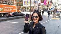 Dian Sastro Bicara Instagram dan Galaxy S8