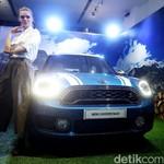 Kencan Singkat dengan Mobil Offroad Imut