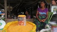 Jagung masih menjadi makanan pokok untuk warga Kabupaten Belu dimasak menjadi Jagung Boseh, alias jagung tumbuk yang dikukus (Fitraya/detikTravel)