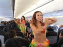 Ini Alasan Pramugari Vietjet Air Pakai Bikini Saat Bertugas