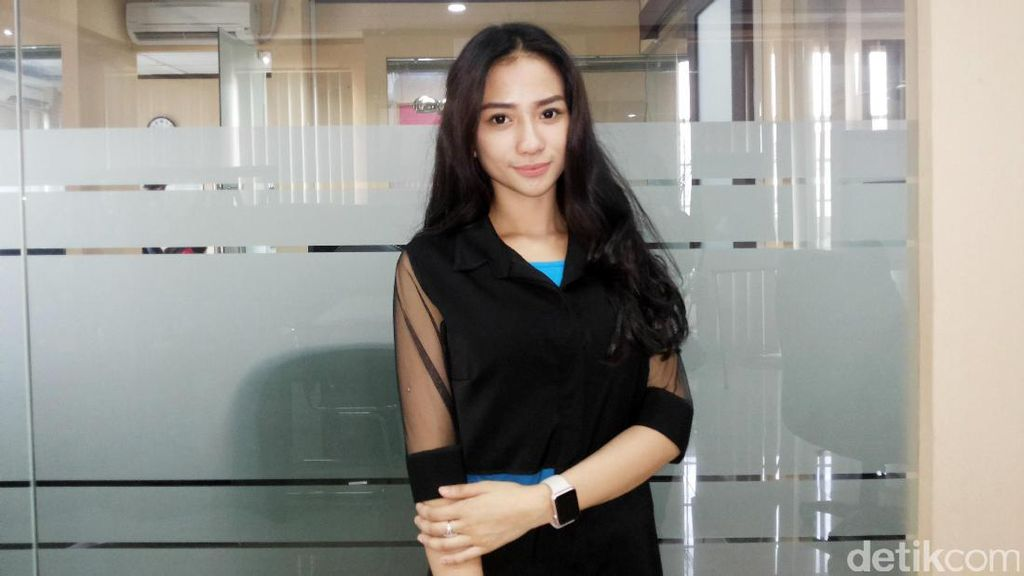 Bermasalah dengan Razman Arif, Bella Luna Stres