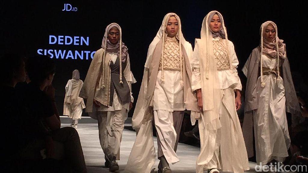 Karya Deden Siswanto Hingga Siswi SMK Eksis di Muslim Fashion Festival, JCC
