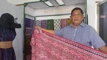 Pria Ini Pensiun Dini dari PNS demi Lestarikan Batik Banten