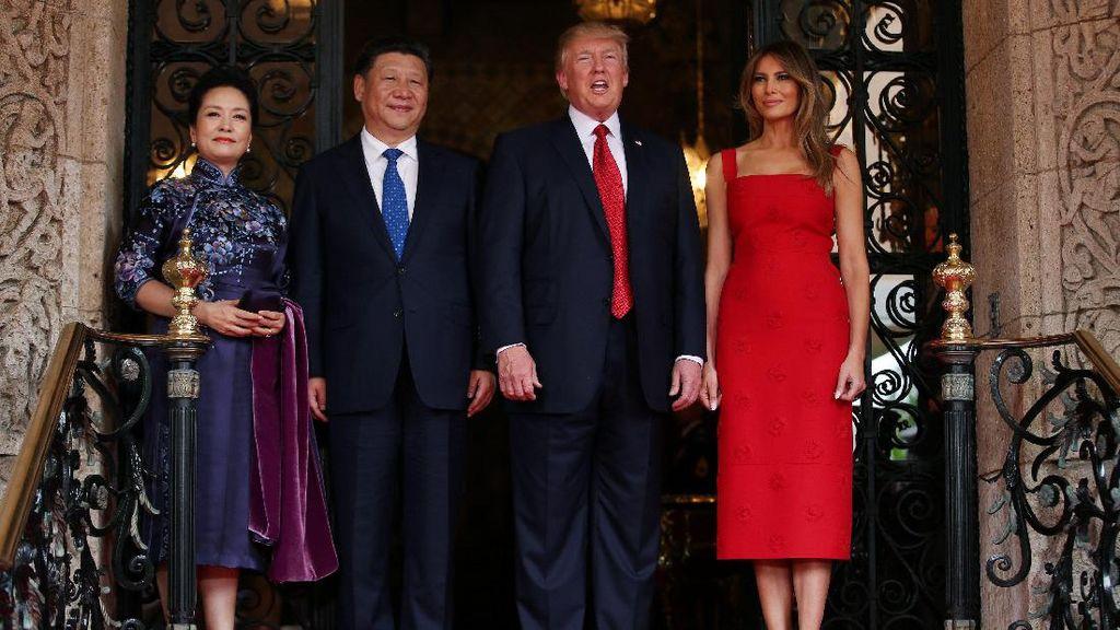 Anggun dan Memikat, Melania Trump Pakai Gaun Merah Bertemu Presiden China