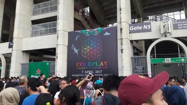 Jess Kent Buka Konser Coldplay di Bangkok