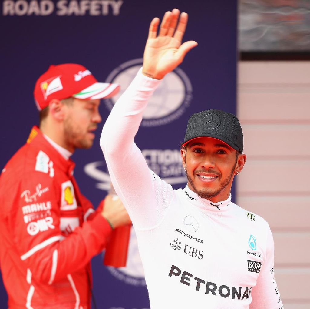 Kalahkan Vettel, Hamilton Rebut Pole Position di Shanghai