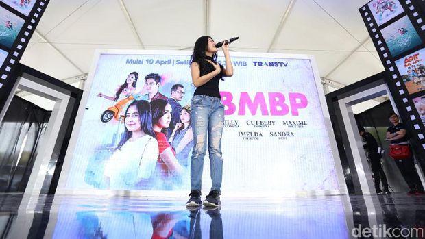Aksi Yoriko Angelina Buka Panggung 'Hangout with All Stars'