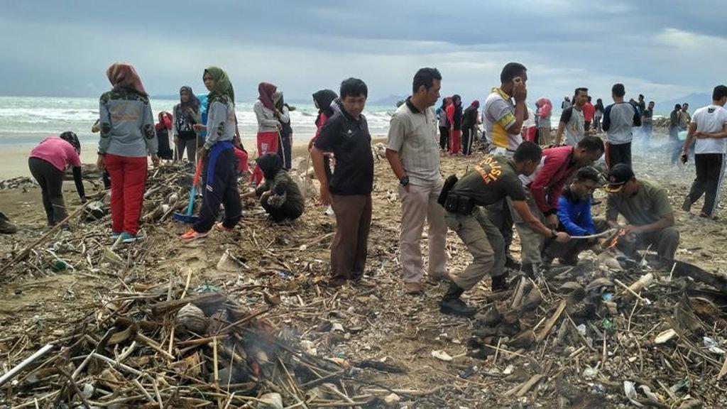 Mengenang Acara Bersih-Bersih Pantai Kedu di Lampung Selatan