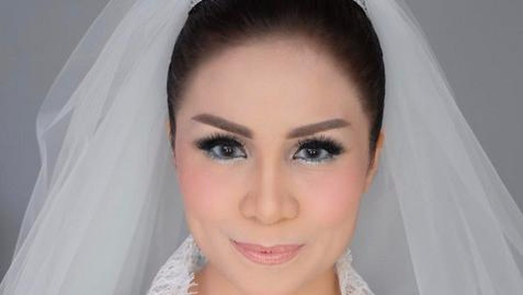 Menikah, Momo Geisha bak Puteri Pakai Gaun Pengantin Sebastian Gunawan