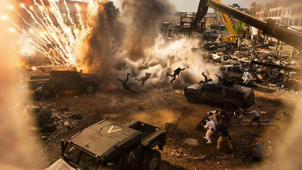 Kacau dalam Plot, Michael Bay Unjuk Teknologi IMAX 3D di Transformers 5