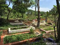 Cerita Makam yang Masih Utuh di Tengah Proyek Kereta