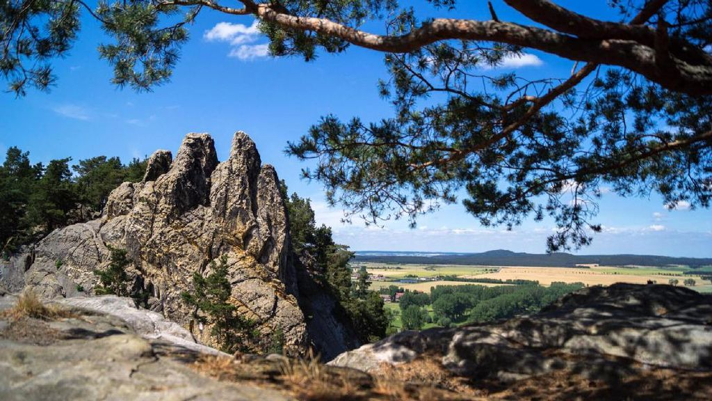 Tebing Batu di Jerman Ini Konon Dibangun Oleh Iblis