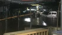 Cerita Pengguna Taksi Online yang Terjebak Banjir di Kemang