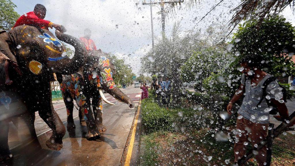 Serunya Basah-basahan di Festival Songkran