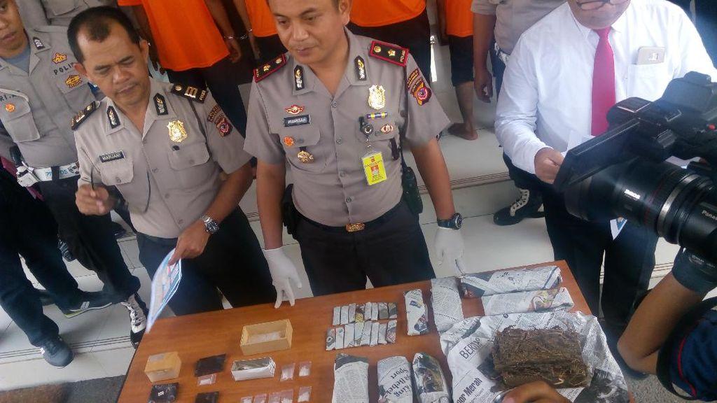 Polisi Tangkap 2 Pengedar Ganja yang Sasar Pelajar di Karawang
