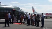 Naik CN-295, Jokowi Tiba di Bandung untuk Kunjungan Kerja