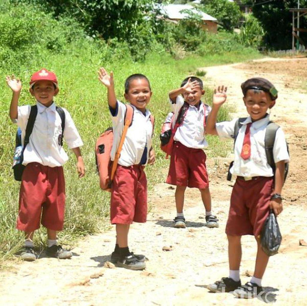 Video: Misi Mulia Tas untuk Siswa SD Bengkayang