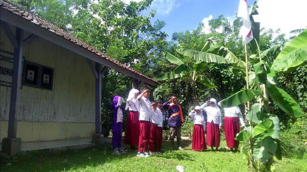 Semangat Dadang Mengajar di SD Cirengrang Laskar Pelangi Sukabumi