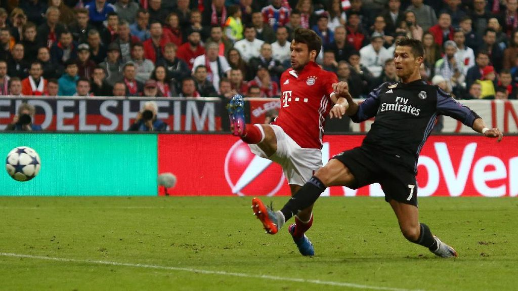 Kenapa Si Putih Pakai Hitam di Markas Bayern?