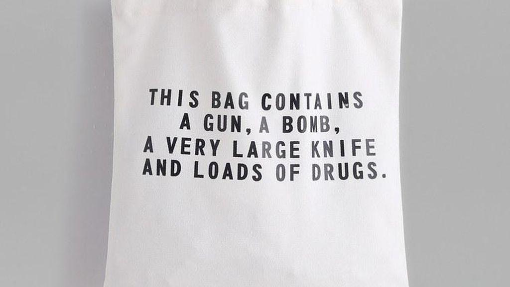 Brand Ini Dikecam karena Rilis Tas Bertema Terorisme