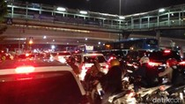 Tak Cuma Tol, Jalanan di Dalam Jakarta Juga Macet Total