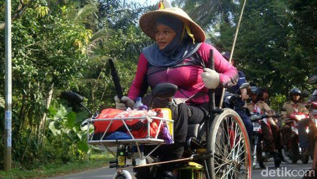 Tempuh Yogya-Jakarta dengan Kursi Roda, Shinta Ingin Temui Jokowi