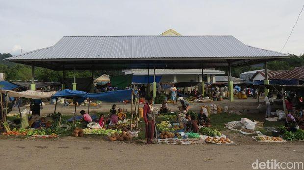 Suasana Pasar Lolowa (Fitraya/detikTravel)