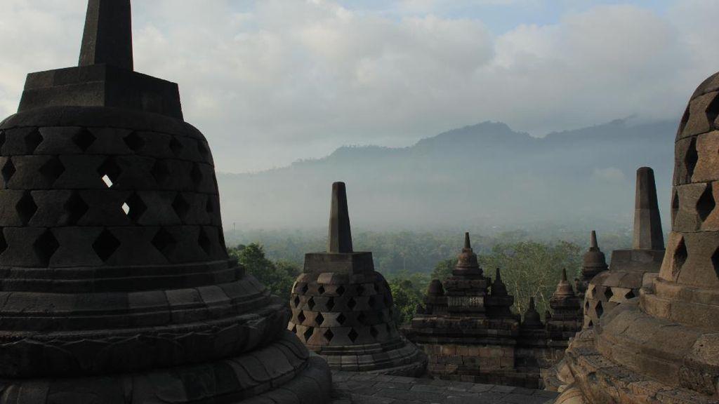 Catat Ya, Tata Krama Berfoto-foto di Candi Borobudur