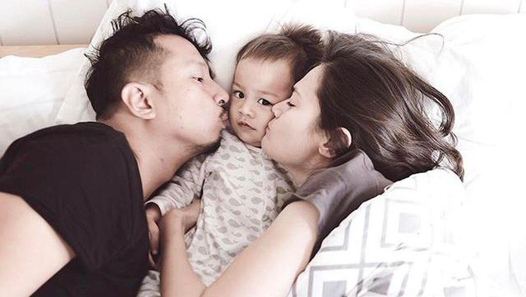 Heboh Anti Vaksin, Deretan Seleb Ini Tetap Bawa Anaknya Imunisasi