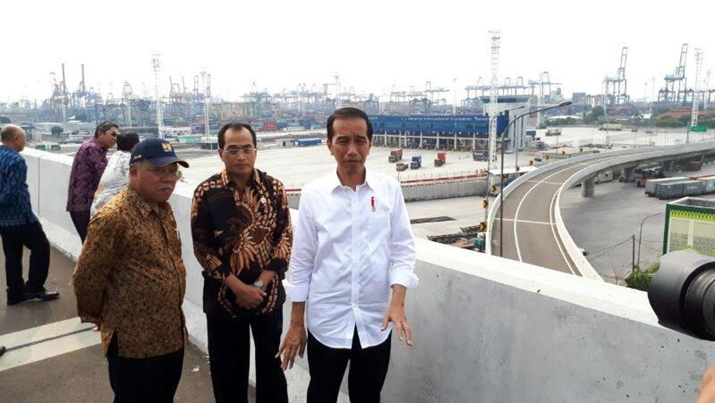 Cerita Jokowi Susah Payah 2,5 Tahun Bebaskan Lahan untuk Tol Priok