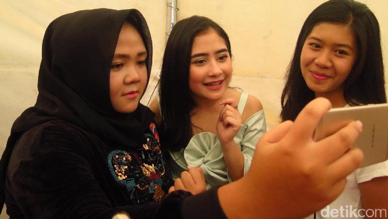 Hang Out With All Stars di Bandung, Prilly Latuconsina: Gokil Banget!