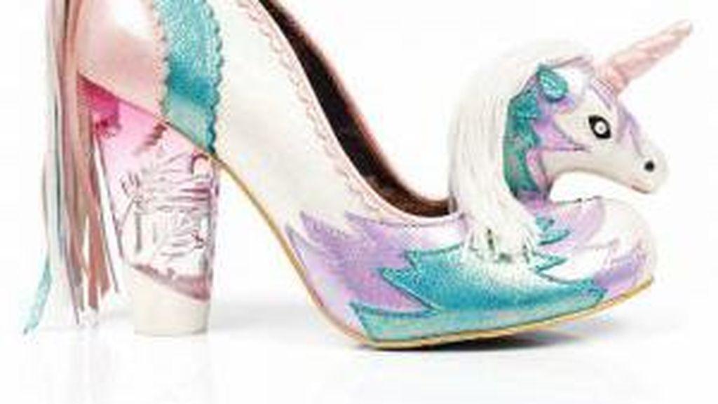 Cute! High Heels Bentuk Unicorn Ini Jadi Tren di Internet