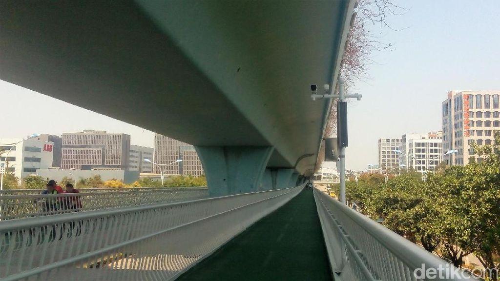 Menjajal Jalur Sepeda Layang Pertama di China